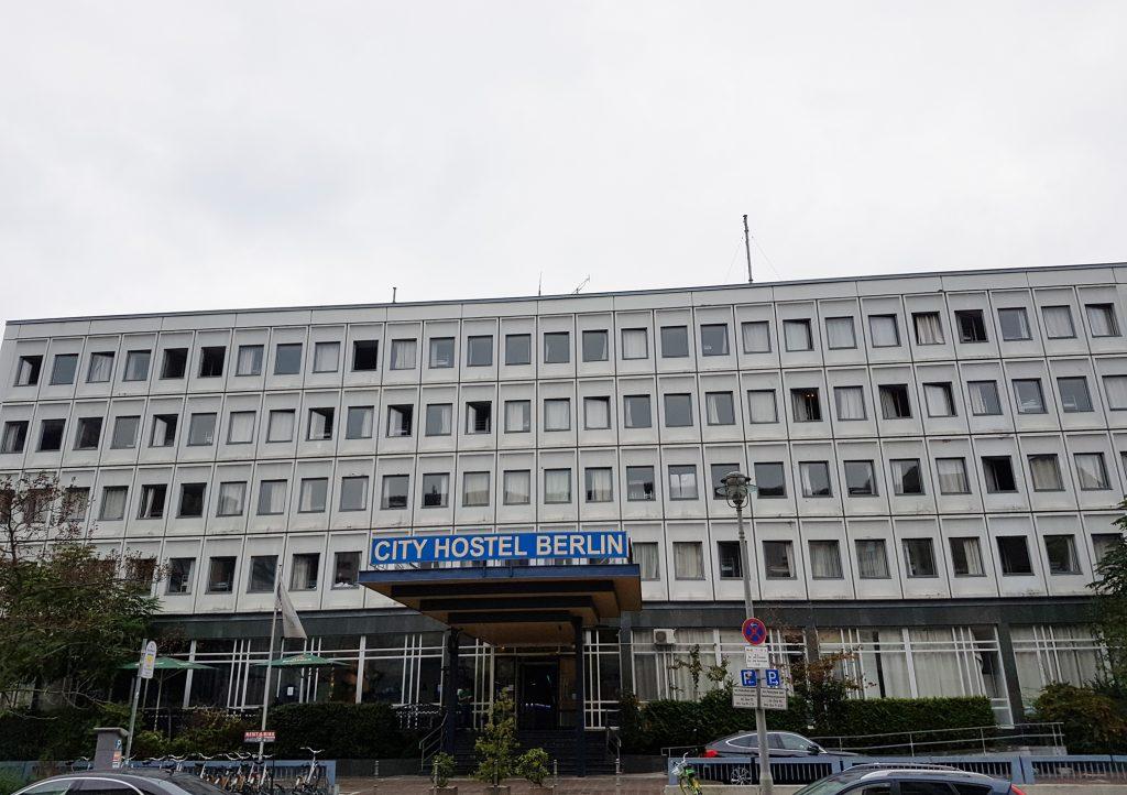 Das Hostel auf den Trümmern der Dreifaltigkeitskirche gehört zur nordkoreanischen Botschaft nebenan.