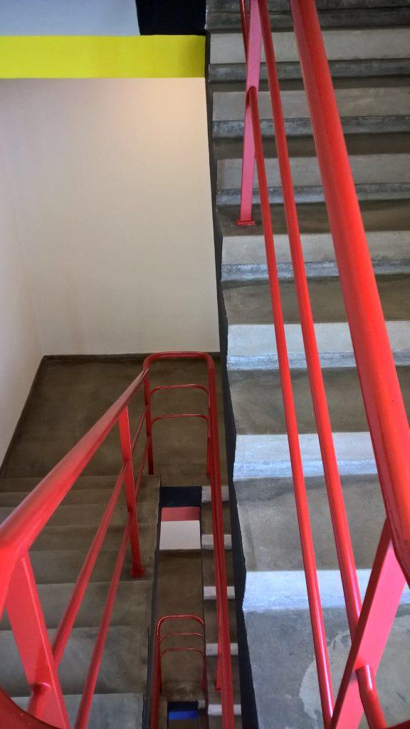 Im Prellerhaus hat jede Etage eine andere Farbe: blau, rot, gelb und weiß. (Foto: Schoenebeck)