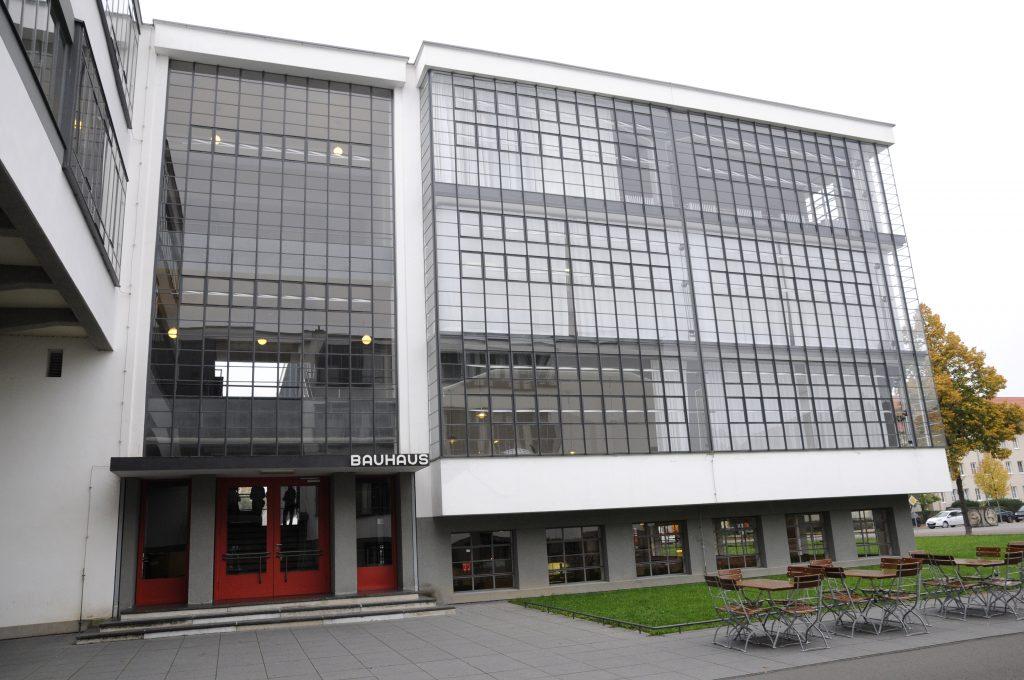 Das Bauhaus - eine Ikone des Neuen Bauens hatte als Hochschule in Dessau von 1926 bis 1932 Bestand (Foto: Schoenebeck)